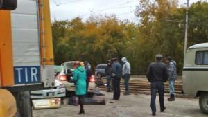 tri-cheloveka-pogibli-v-dtp-s-uchastiem-taksi-v-novosibirske